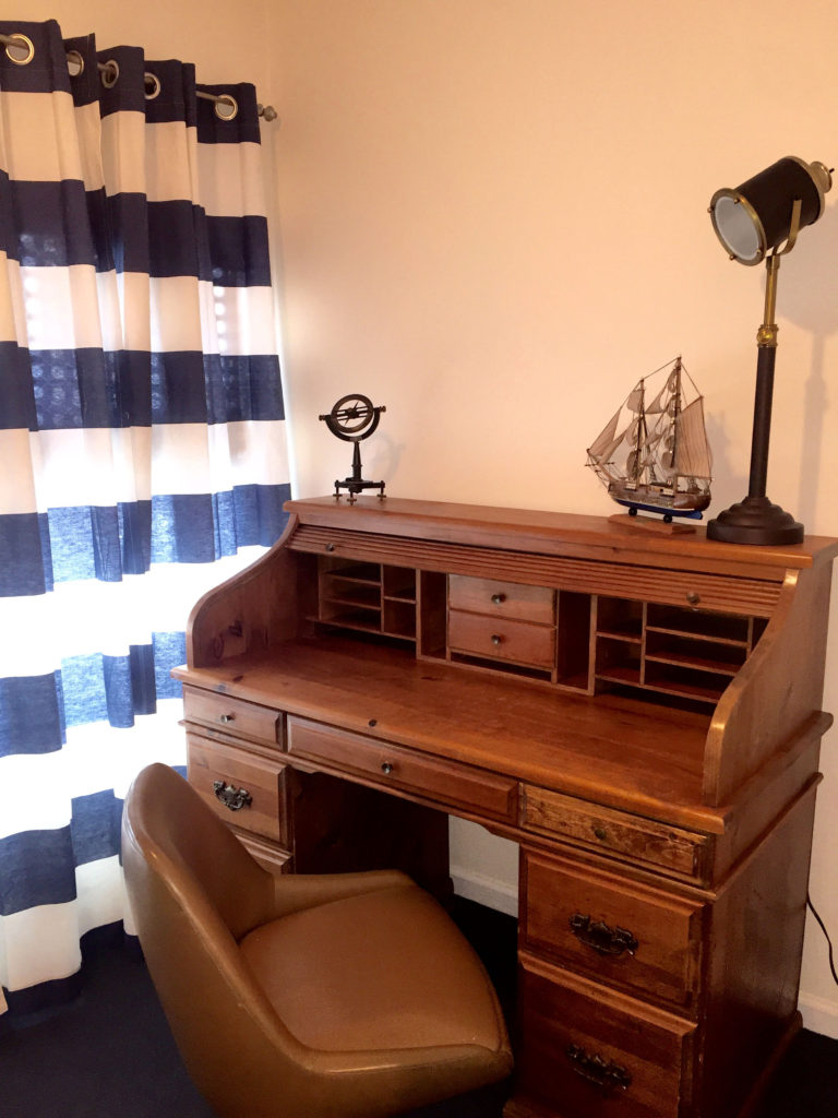 Waterstone Inn - Accommodations - Caldwell - Captains Desk